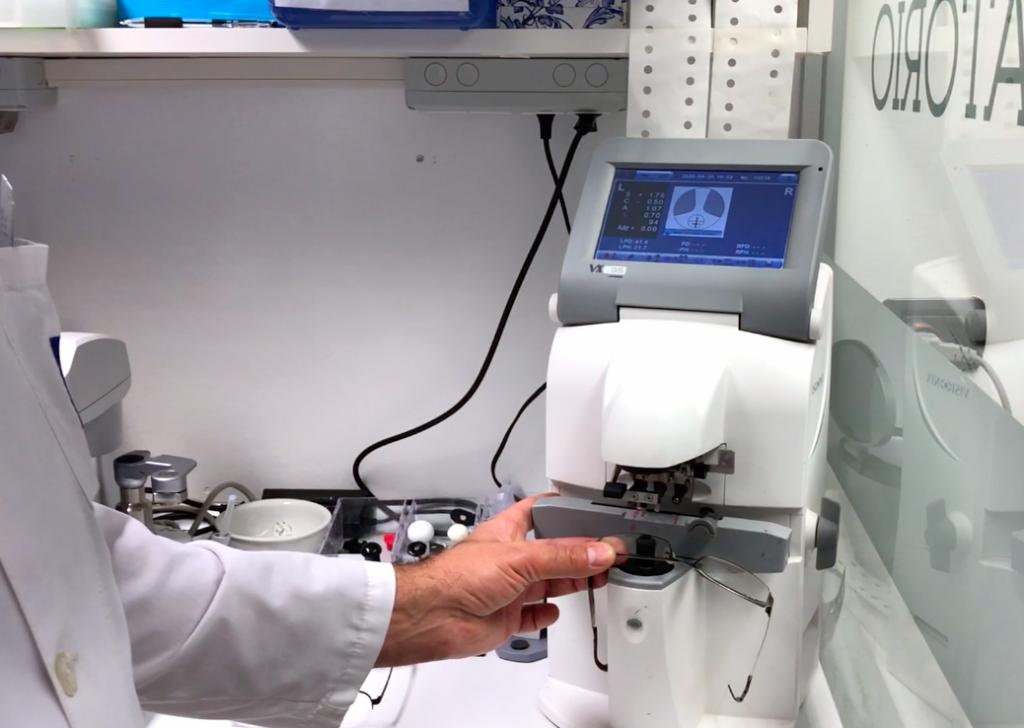 ottica occhiali frontifocometro laboratorio